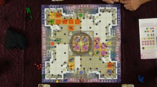 Inquadratura dall'alto di Maharani durante la quarta puntata di Game Night