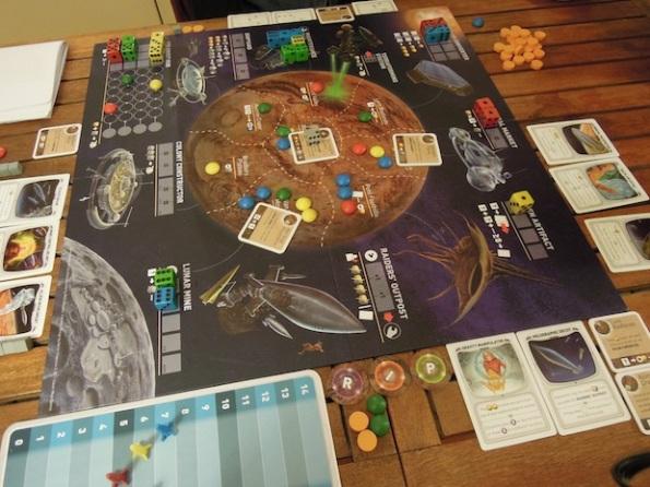 Alien Frontiers è un gioco di piazzamento e maggioranze con un uso dei dadi alternativo