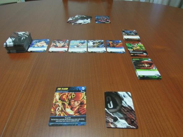 Il setup di una partita a DC Comics Deck Building Card Game
