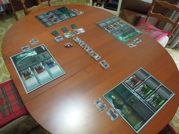 Il setup di una partita a quattro giocatori di Murder City