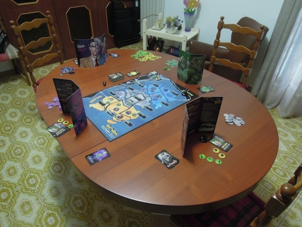 Setup di una partita a quattro giocatori di Batman: Gotham City Strategy Game