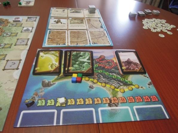 Il board dell'isola da esplorare e dell'accampamento hanno un ruolo importante nello sviluppo della partita