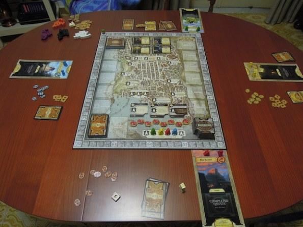Una partita a quattro giocatori mette un bel po' di roba sul tavolo