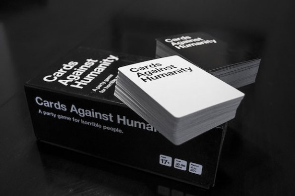 La scatola di Cards Against Humanity versione originale