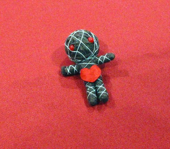 La bambolina delle maledizioni di Vudù il nuovo gioco della Red Glove