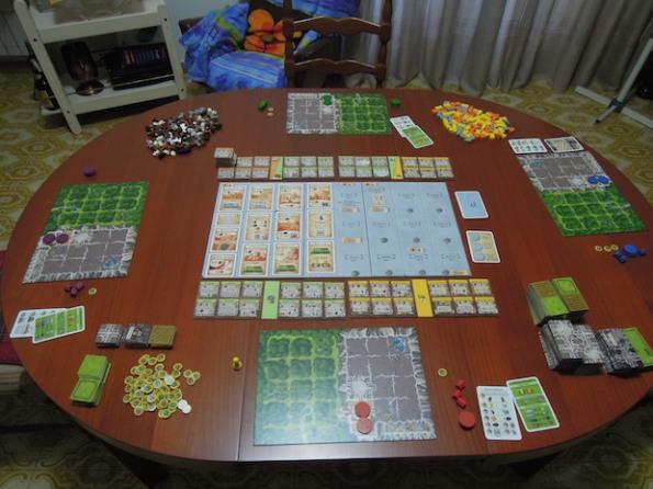 Setup di una partita, a quattro giocatori, di Caverna