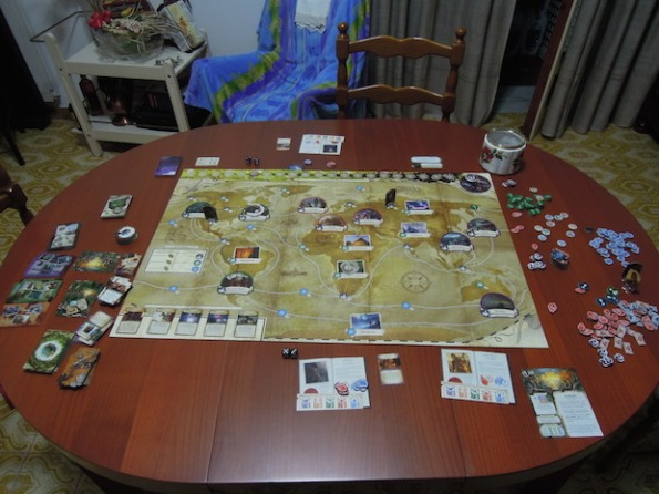 Setup per una partita a due giocatori ad Eldritch Horror