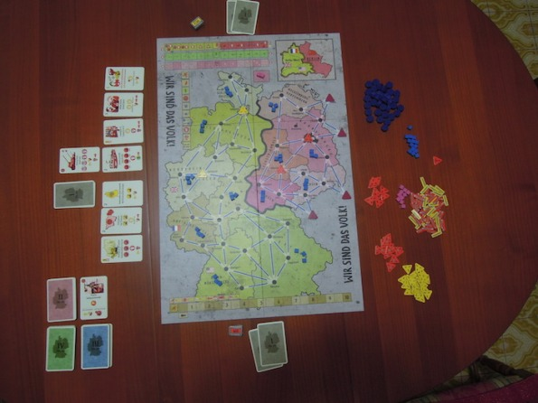 Setup di una partita a Wir Sind Das Volk